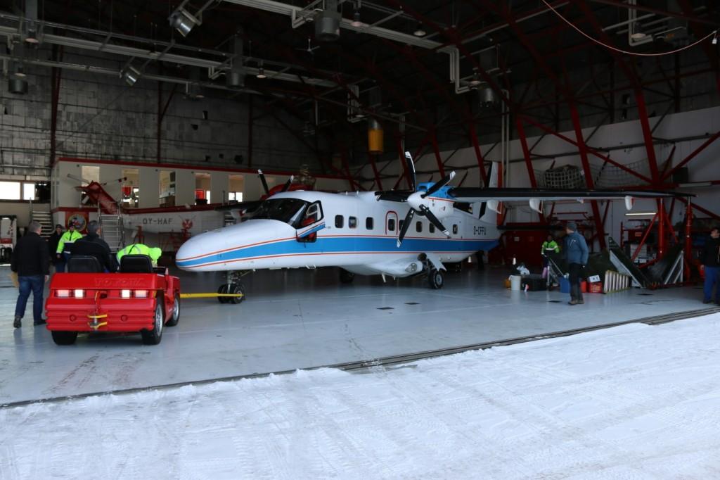 Do-228_hangar_Kangerlussuaq